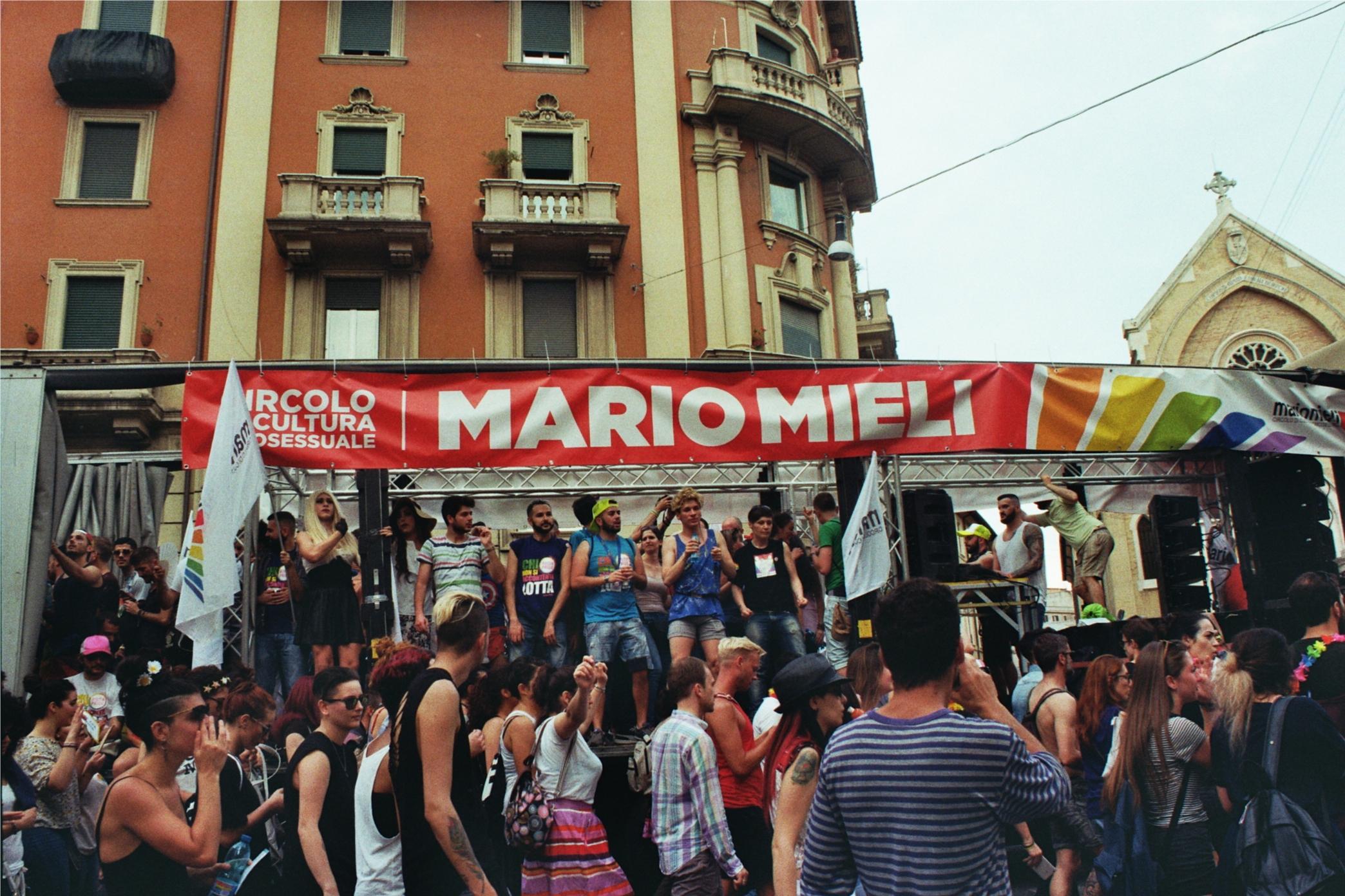 Roma_Pride_2016_delegazione_Mario_Mieli.jpg